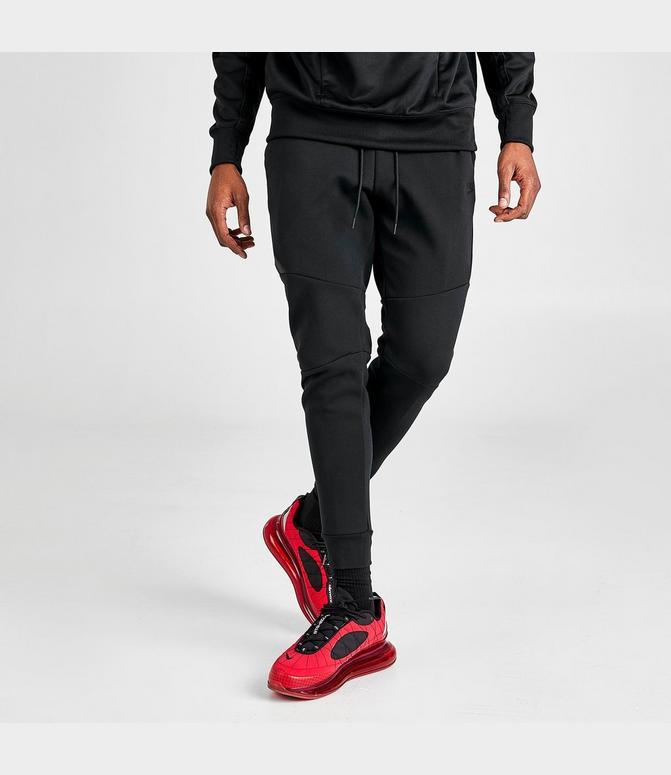 nike tech fleece joggers in black
