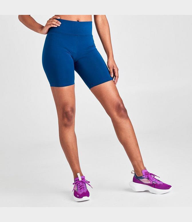 leg a see nike shorts