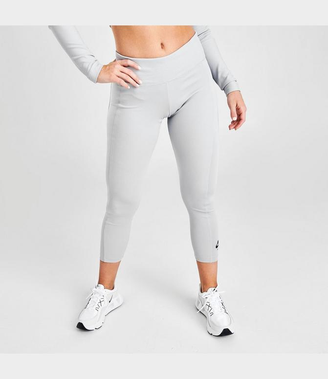 nike three quarter leggings