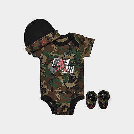 Soft knit material for elevated comfort Camo print for standout style Bodysuit: Lap shoulders and diaper snaps for easy changing and dressing, logo mashup graphic for a sporty vibe and a tagless design for itch-free comfort Beanie hat and booties: Fold-over cuffs for a classic styling and embroidered Jumpman for an athletic touch Machine wash The Jordan Jumpman 3-Piece Mashup Classics Camo Hat and Bootie Set is imported. For a swagged-out athletic \\\'fit for your growing baby, the Jordan Jumpman 3-Piece Mashup Classics Camo Hat and Bootie Set will keep them outfitted in Jordan. With comfort and style as its focus, the stretch-knit onesie and ribbed knit booties and beanie will have them covered in brand-repping warmth. Size: 0-6 Month. Color: Green. Gender: unisex. Age Group: adult. Pattern: Camo/Embroidered/Graphic. Jordan Jumpman 3-Piece Mashup Classics Camo Hat and Bootie Set in Green Size 0-6 Month Knit